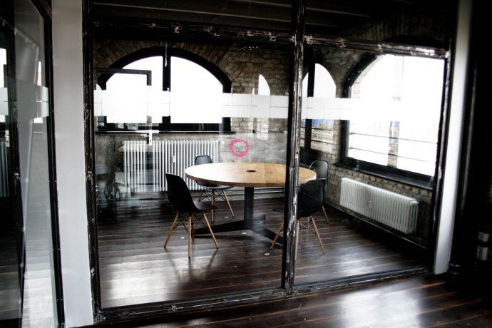 Runde Konferenztische nach Maß Berlin Studio KERTI 2015
