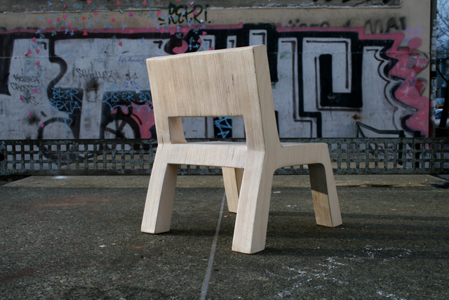 Kids Chair on a Berlin ping-pong table. Handgefertigte Designermöbel für Kinder in Berlin von Studio KERTI